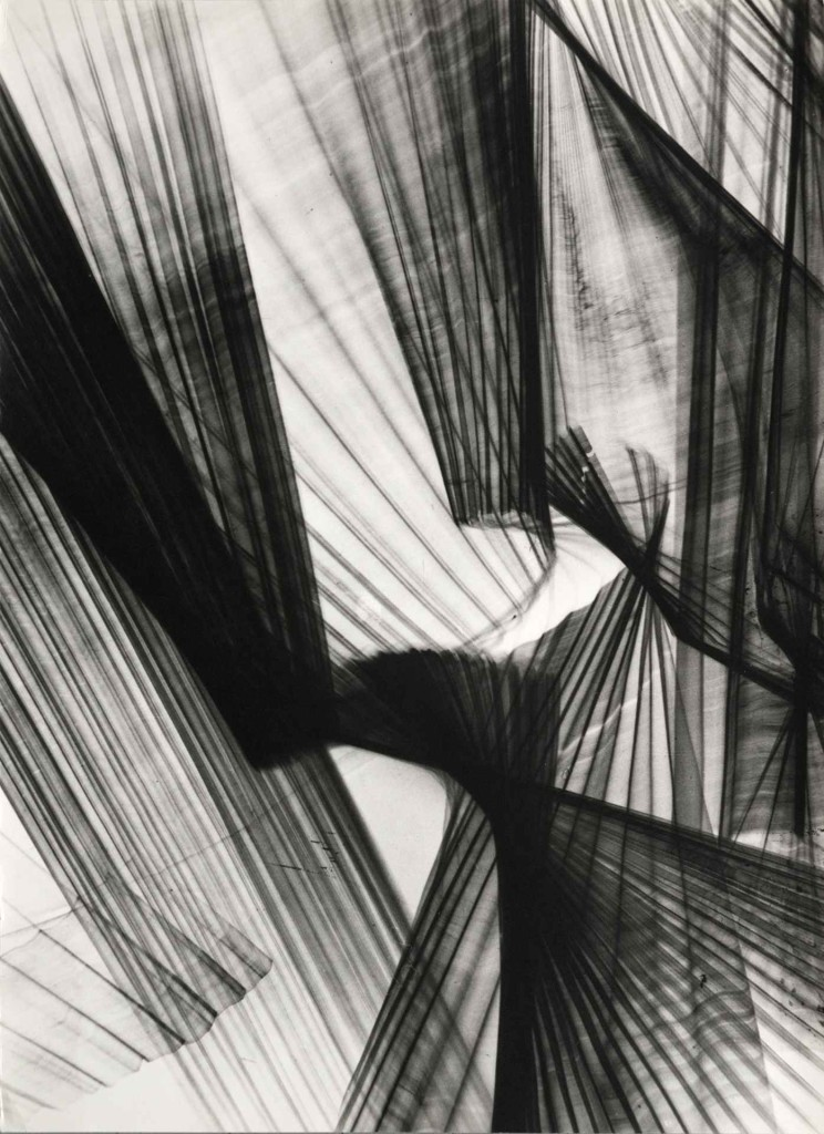 1964 36,5 x 49,5 cm Original silver print made by the artist