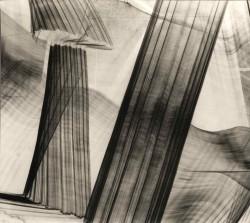 1963 44,5 x 40,5 cm Original silver print made by the artist