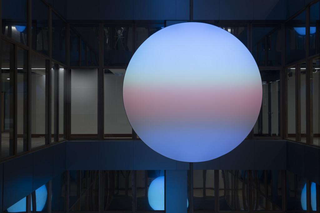 2013 / 2016 Luminous wall sculpture Led, aluminium, fabric D: 180 cm. P: 17 cm Limited edition of 8 unique pieces (+ 2 A.P.)