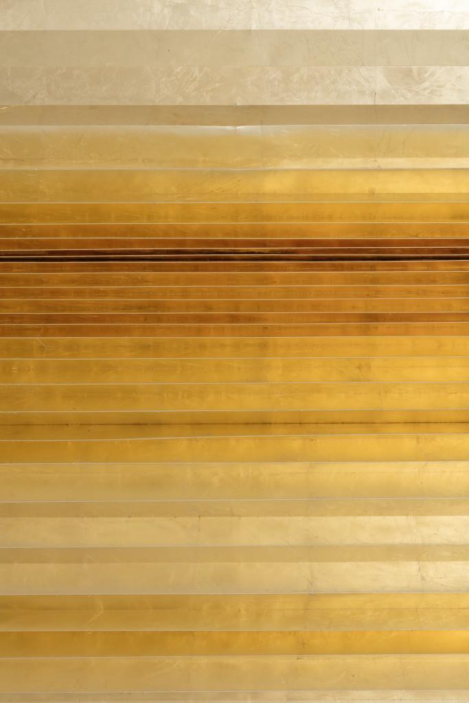 2017 127 x 210 x 8 cm  Pleated paper, gold leaf Unique piece