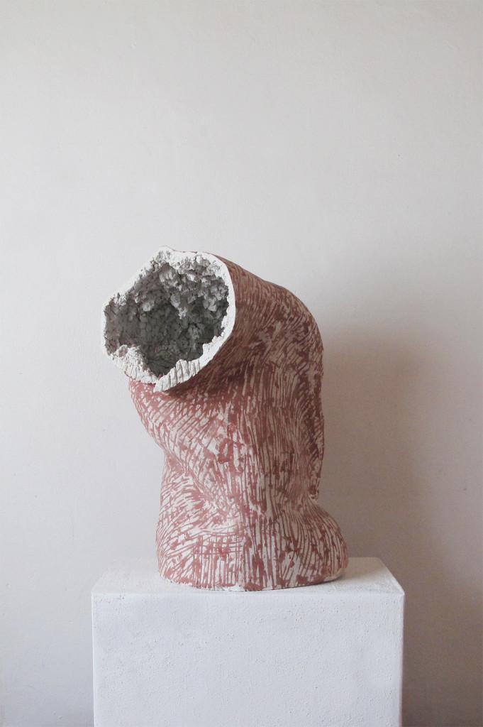 2016 Concrete, oxide pigment, steel, filler 45 x 35 x 65 cm Unique piece