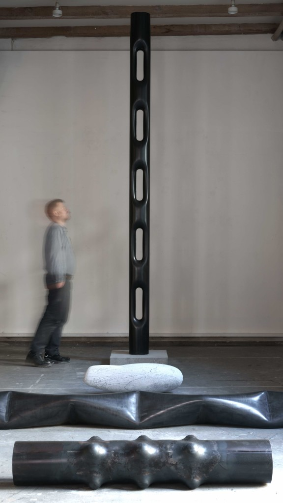 Totem, 2018 Sculpture Steel tube 370 x 21 cm