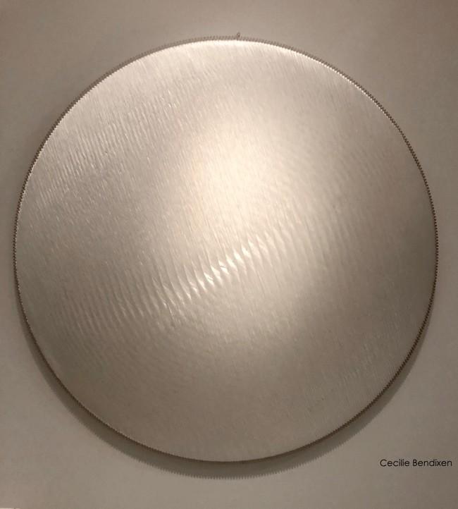 Polyester thread, birch wood, polyester textile, glass wool  Diameter 120 cm / Depth 8 cm  Unique piece