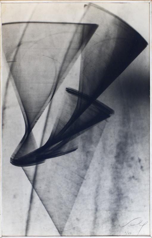 39 x 61 cm.  Original silver print by the artist.